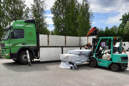 Kuljetuspalvelumme toimittaa tavarat työmaalle